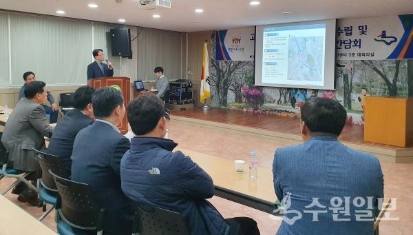 '고색역세권 기본계획 수립 및 도시계획시설결정 관련 주민간담회'가 31일 평동행정복지센터 대회의실에서 열렸다.(사진=수원시)